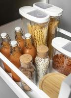 stockage des aliments dans un garde-manger photo
