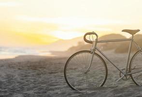 vélo sur la plage photo