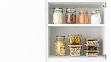 stockage des aliments dans des conteneurs photo