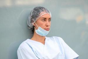 médecin concerné au repos photo