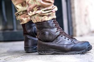 bottes de soldat de l'armée photo