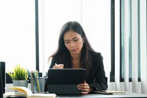 femme affaires, utilisation, tablette photo
