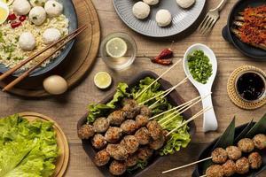 vue de dessus arrangement de délicieux bakso indonésien photo