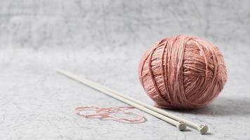 aiguilles de laine à tricoter. beau concept de photo de haute qualité et résolution
