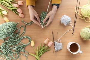 fermer les mains à tricoter photo