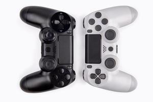 Contrôleur de jeu joystick isolé sur fond blanc, console de jeu vidéo a développé un divertissement interactif photo