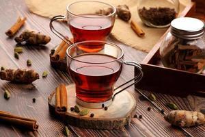 thé à la cannelle et autres épices photo