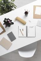 cahier vue de dessus avec liste de tâches sur le bureau photo