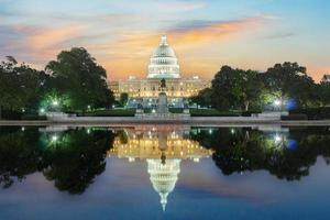 Les états-unis pf america capitol building sur le lever et le coucher du soleil photo