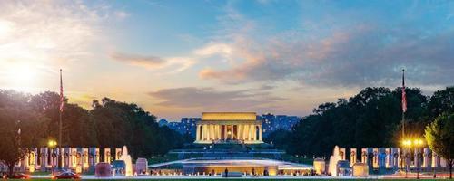Mémorial de Lincoln au coucher du soleil photo