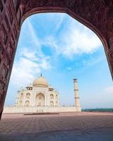 Taj Mahal, un mausolée en marbre blanc ivoire sur la rive sud de la rivière Yamuna à Agra, Uttar Pradesh, Inde. l'une des sept merveilles du monde. photo