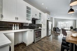 maison canadienne de luxe moderne mise en scène meublée rénovée photo