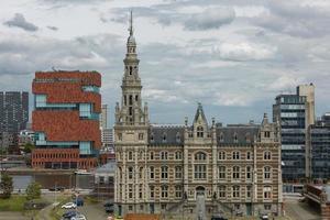 Le musée aan de stroom situé le long de l'Escaut dans le quartier Eilandje d'Anvers, Belgique photo