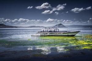 Belle journée au pittoresque lac Taal à Talisay, Batangas, Philippines photo