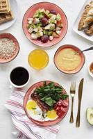 table de petit déjeuner sain photo