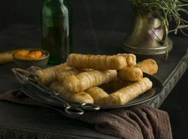 assortiment de délicieux plats de tequenos photo