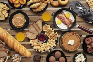 arrangement de nourriture savoureuse à plat photo