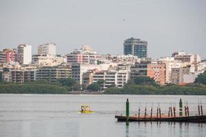 Vue sur le lagon de Rodrigo de Freitas à Rio de Janeiro, Brésil photo