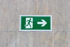 panneau de sortie sur le mur photo