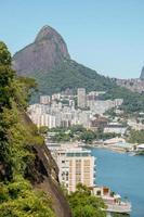 Deux Brother Hill vu de la lagune de Rodrigo de Freitas à Rio de Janeiro photo