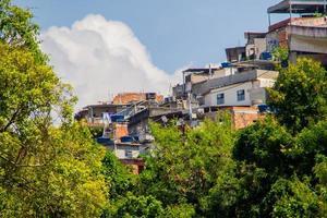 Colline de mangue vue depuis le quartier de sao cristovao à rio de janeiro photo