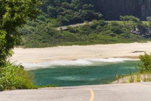 petite plage sur le côté ouest de rio de janeiro photo