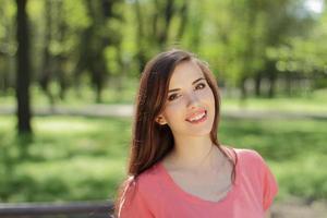 femme souriante, dans, a, parc photo