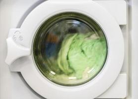 essorage du linge dans une machine à laver photo