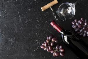 vue de dessus bouteille de vin rouge photo