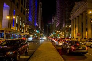 Philadelphie, Pennsylvanie, 13 novembre 2016 - rue animée de nuit à Philadelphie photo
