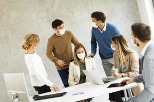 équipe professionnelle avec des masques sur photo