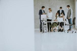 groupe de personnes masquées réunion avec espace copie photo