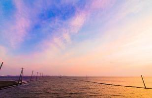 baie de tokyo avec beau ciel coucher de soleil photo