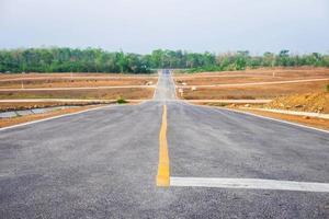 une longue route droite photo