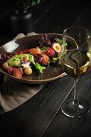 salade césar avec menu traiteur saumon photo