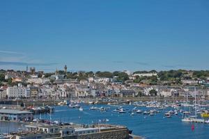 Vue panoramique sur une baie de Saint Peter Port à Guernesey Channel Islands UK photo