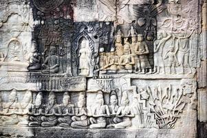 Bas-relief au temple d'Angkor Thom à Siem Reap, Cambodge photo