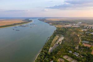 Vue aérienne de la ville de Galati en Roumanie sur le Danube photo