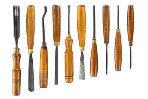 Ensemble de ciseau à bois pour sculpter des outils de sculpture sur bois sur fond blanc photo