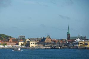 Vue d'Helsingor ou Elsinore du détroit d'Oresund au Danemark photo