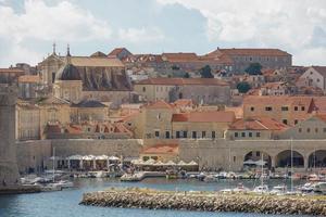 la baie et la vieille ville de dubrovnik croatie photo