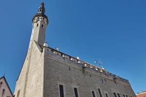 L'architecture du centre-ville de la vieille ville de Tallinn en Estonie photo