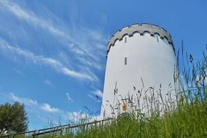 Ancien château d'eau blanche sur rempart dans la ville de Fredericia Danemark photo