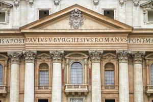 Détail de la Basilique Saint Pierre au Vatican Italie photo