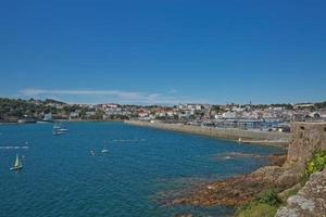 Vue panoramique sur une baie de St Peter Port à Guernesey Channel Islands UK photo