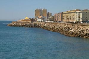 Ancienne ville de Cadix sur la côte atlantique espagnole en andalousie espagne photo