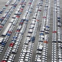 concept de transport avec des véhicules en stationnement photo
