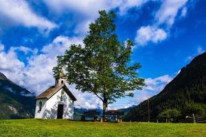 petite église alpine photo