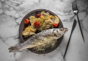 l'assortiment de plat de bass fish photo