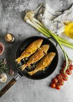 arrangement créatif de poisson cuit photo